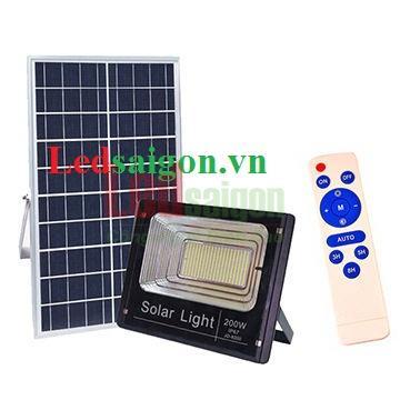 Đèn pha năng lượng mặt trời cao cấp