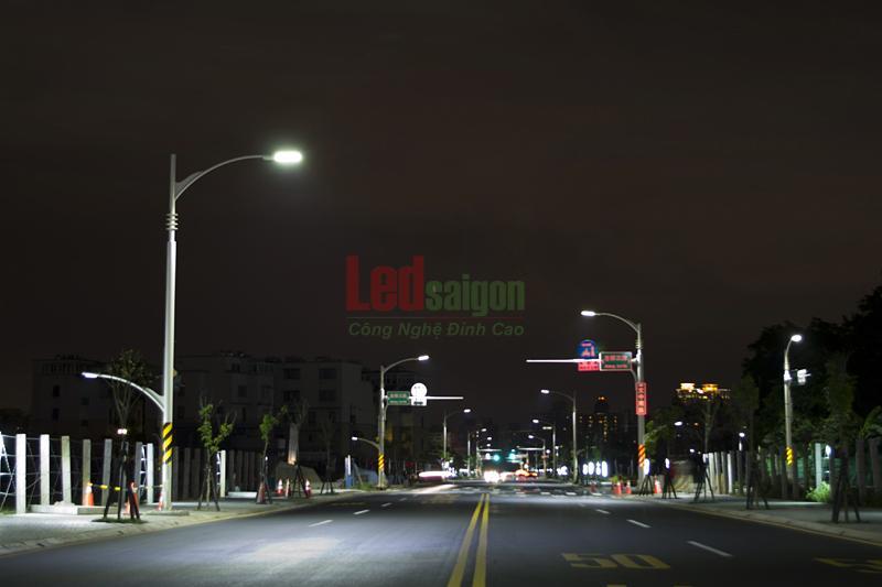 dèn led đường phố 84w