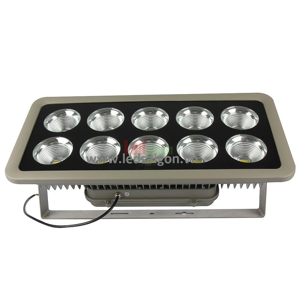đèn pha sử dụng cho sân bóng đá 500w