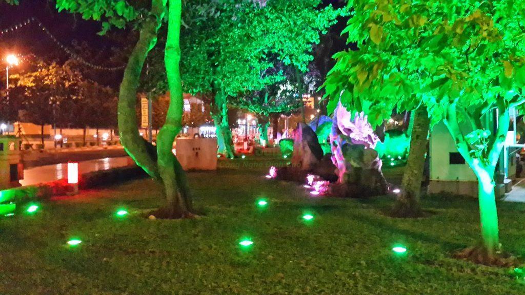 đèn pha led trang trí sân vườn