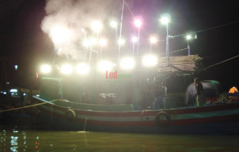 đèn pha led cho tàu cá