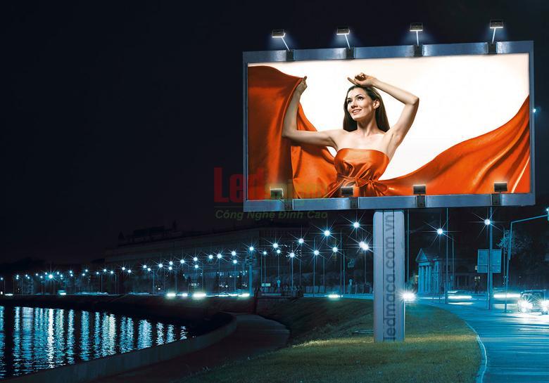 đènn pha led quảng cáo