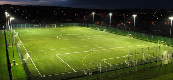 đèn pha chiếu sáng sân bóng đá mini