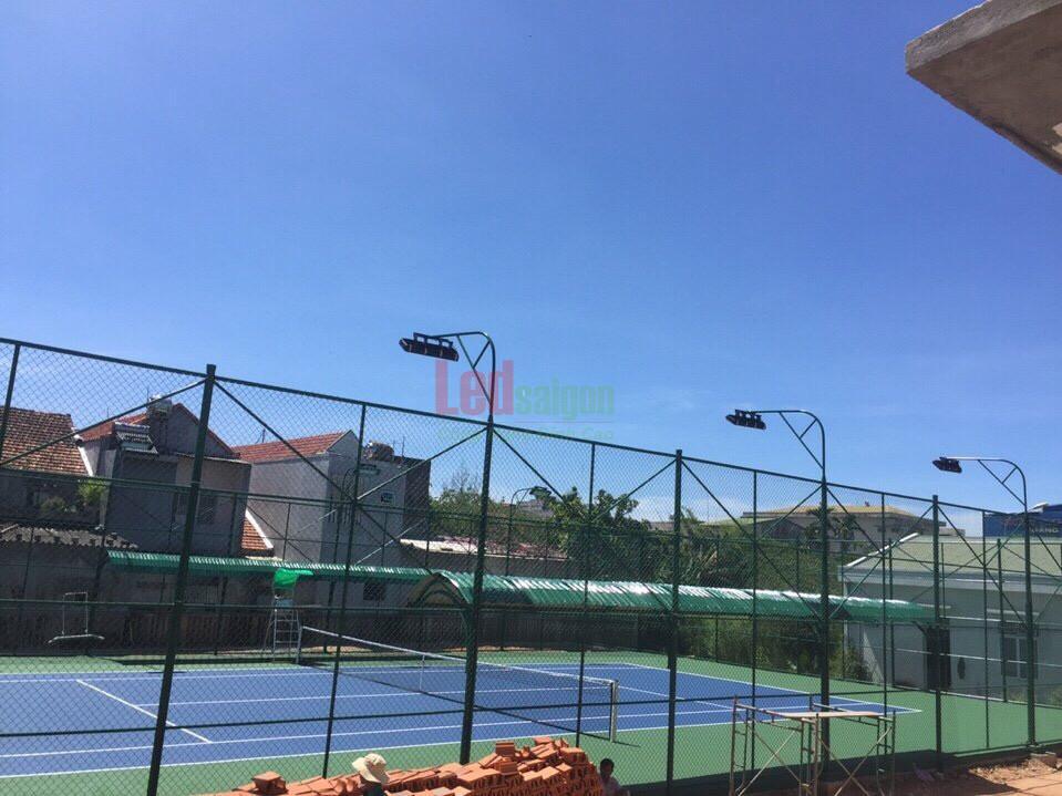 đèn pha led cho sân tennis