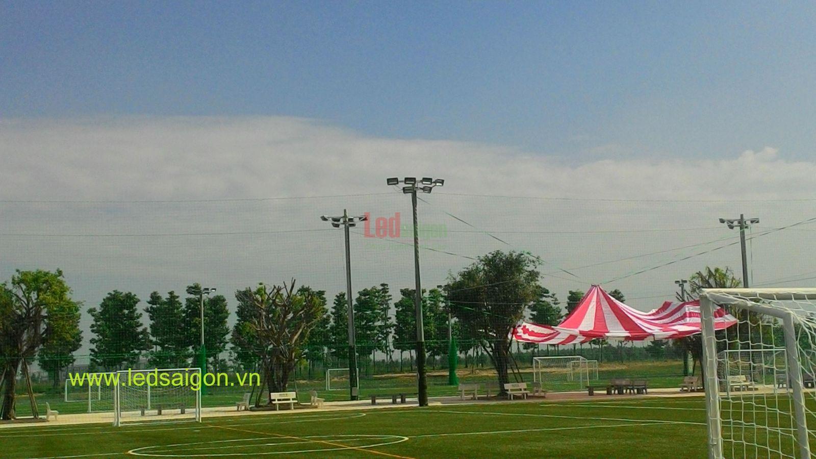 Đèn pha led cho sân bóng đá