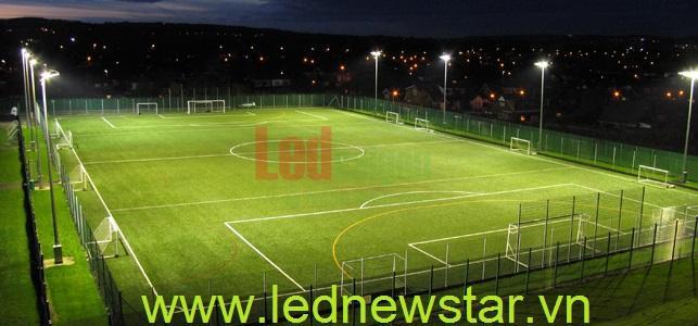 Đèn led chiếu sáng sân bóng đá mini