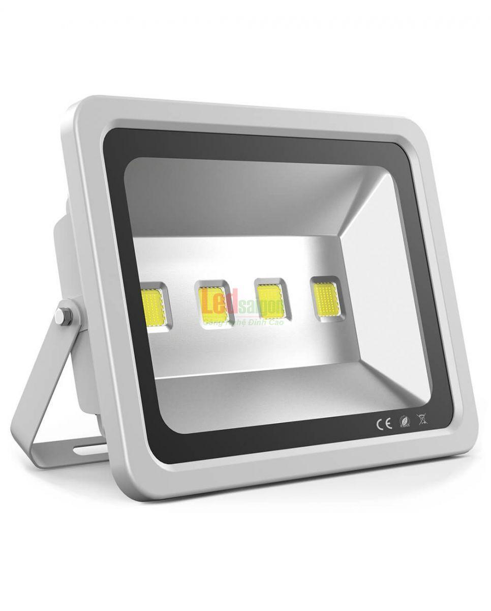 đèn pha led 200w đủ công suất
